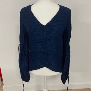 Derek lam blue zip back v neck blouse